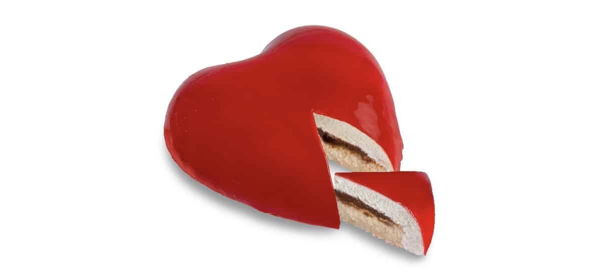 tarta de corazon san valentin con relleno de nata